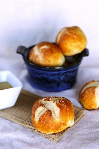 easy-pretzel-buns_thumb