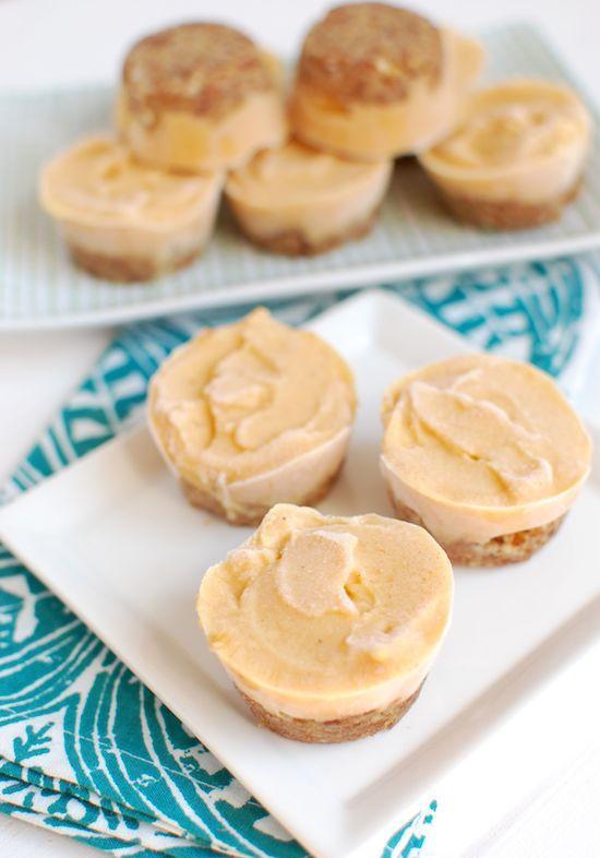 These Frozen Yogurt Pumpkin Pie Bites are a healthier no-bake version of your favorite Thanksgiving holiday dessert!