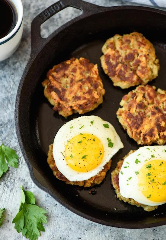 Cheesy-Stuffing-Cakes-with-Eggs