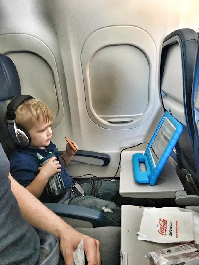 Toddler ipad on plane